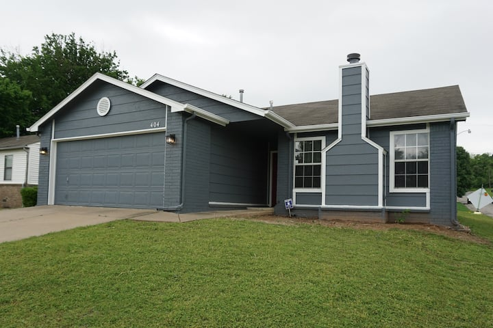 Modern 3 BR 2BA House Minutes from DT Tulsa