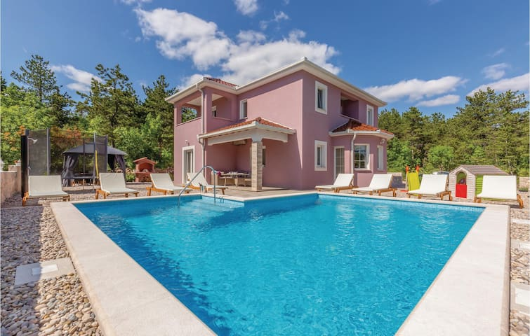 Holiday cottage with 4 bedrooms on 136m² in Imotski