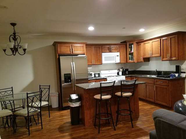 Walking Distance to USC+LAC Medical Center - Los Angeles
