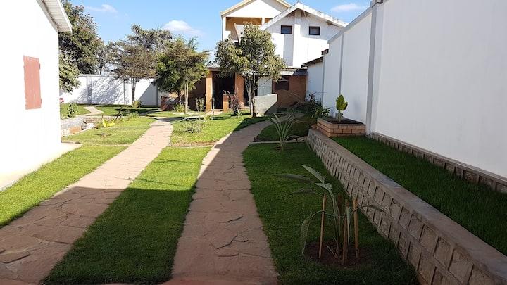 Chambre près de l'aéroport d'Ivato (ds une villa)