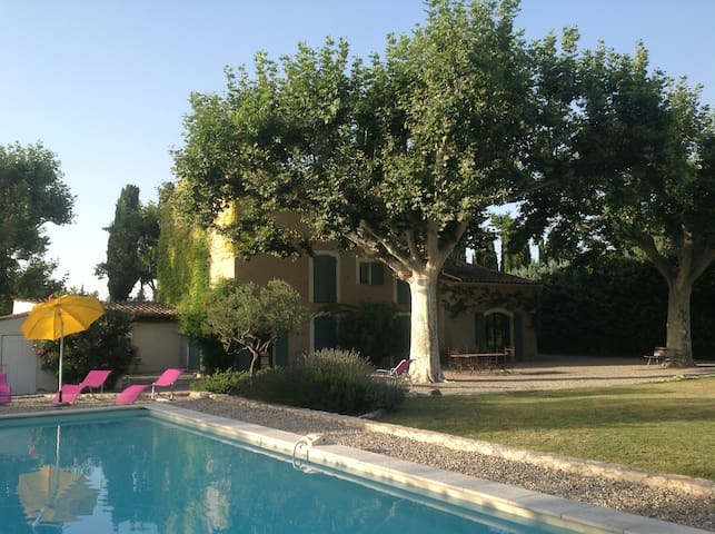 Beautiful mas in the heart of Provence (Lubéron) - Caumont-sur-Durance - Haus