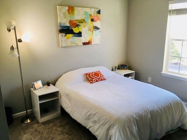 Private Bed & Bath. Easy access to all of KC!