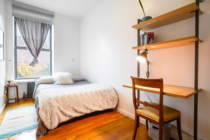 Private BR in Chelsea (women or couples only)