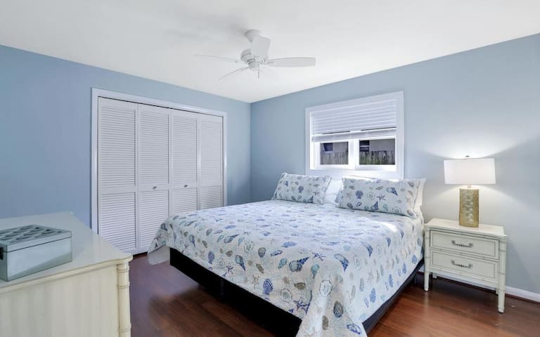 Guest Room with King Sized Bed and spacious closet