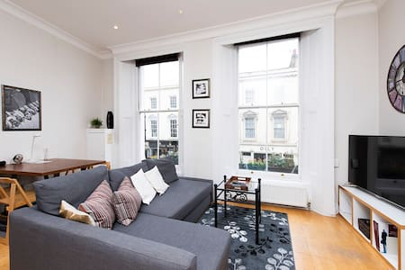 Bright and airy 1-bed flat at South Kensington!