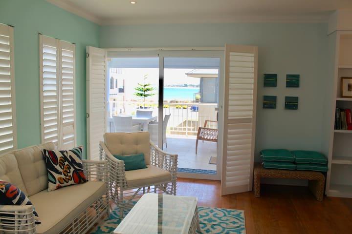 Hampton's Style Studio Apartment, 3 Bedrooms, Luxe