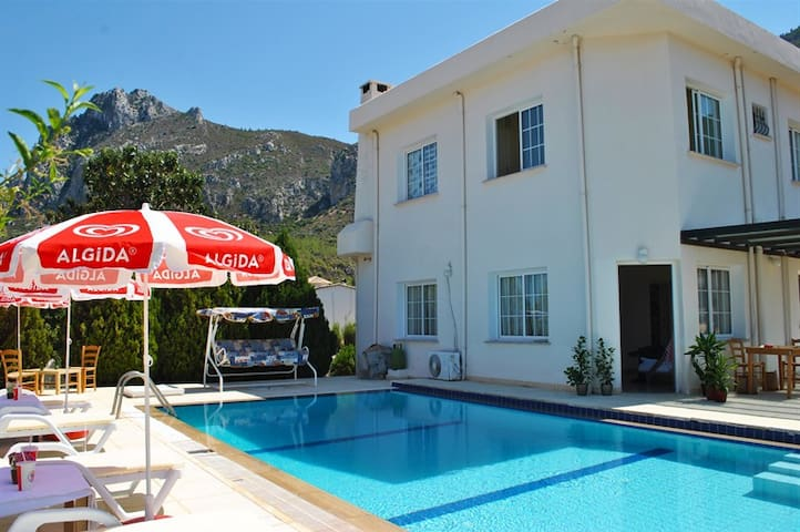 Villa Sesil sleeps 5 people with 3 bedrooms and 1 bathrooms - Karmi - Villa