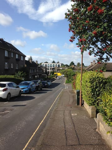 Warriston Drive and the horticultural building at the Royal Botanical Garden