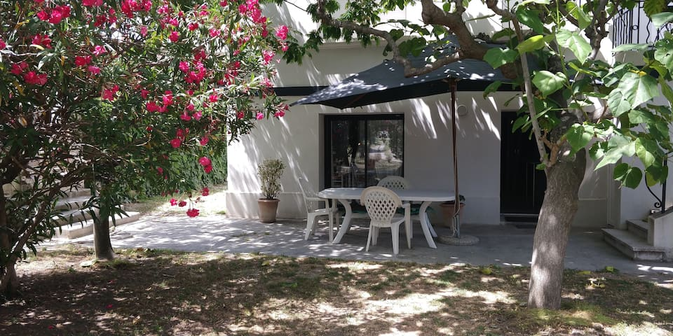Appartement rénové en rez de chaussée sur jardin
