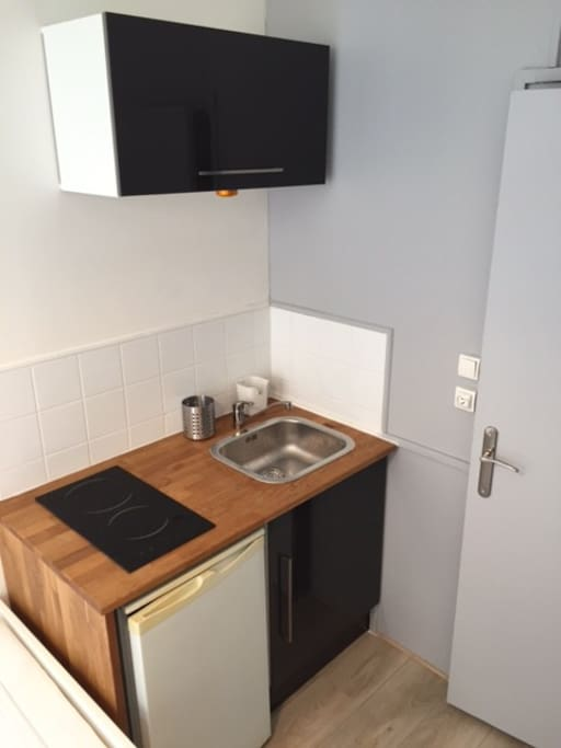 plaque induction, frigo, vaisselle