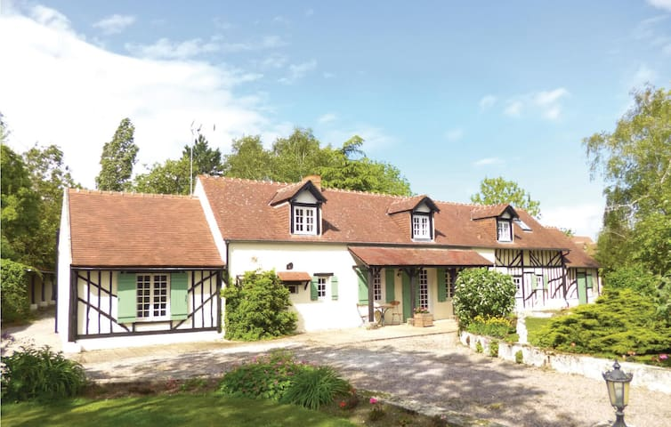 Holiday cottage with 5 bedrooms on 190 m² in Norrey en Auge