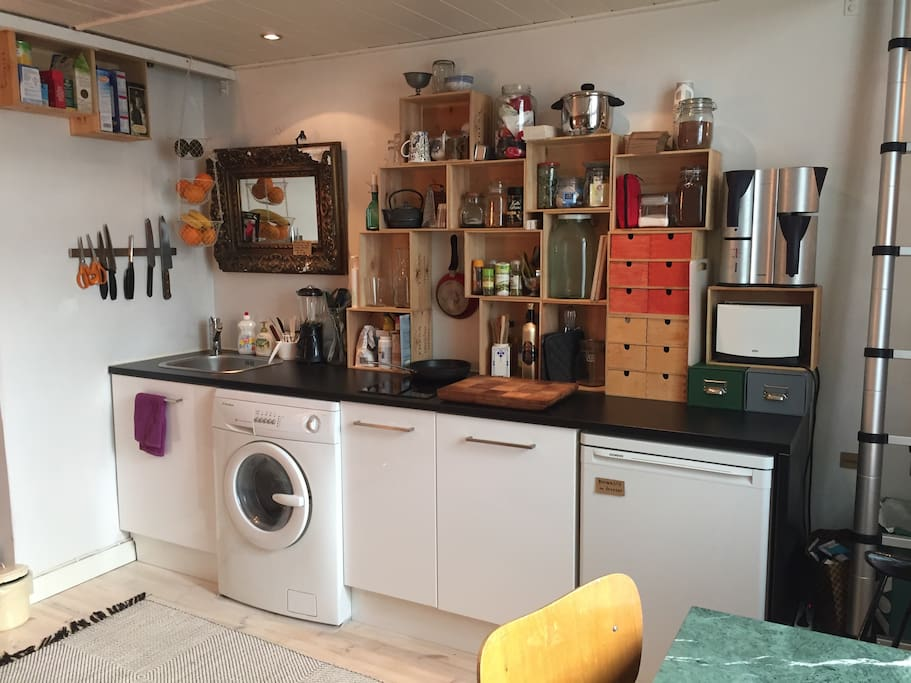 Proper kitchen with washing machine