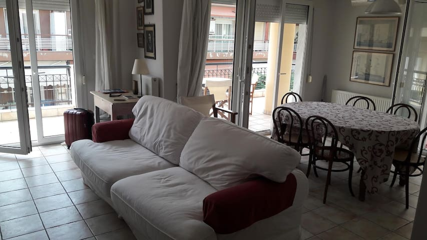 Luxurious apartment for weekend escape - Stavroupoli - アパート