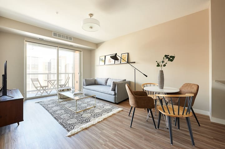 Sonder | East End | Charming 1BR + Balcony