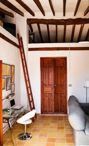 Casa antigua con jardín a 26km de Alicante y playa - Monforte del Cid - Huis