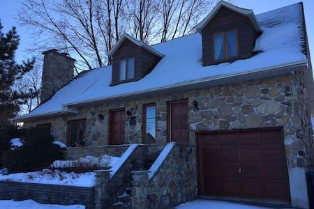 Grande maison tranquille tout inclus - Laval - Σπίτι