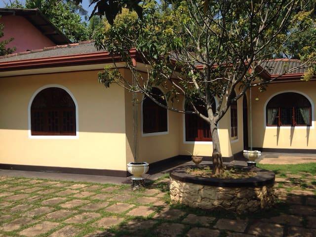 Welcome to pretty Ranjika Villa! - Kaluwamodara  - House
