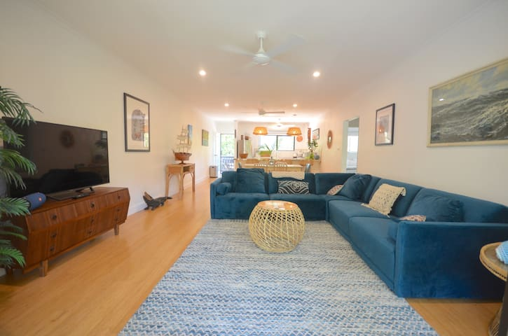 Wayfarer Apartment [  ❤️ of Port Douglas ]