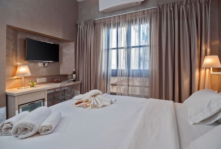Rooms Villa Luna Trogir Center - Trogir - Bed & Breakfast