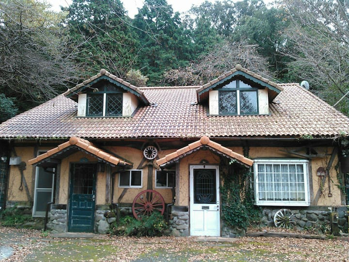 森の古民家  瞑想のできるキッチン付きの宿です。長期滞在、ペットも可。