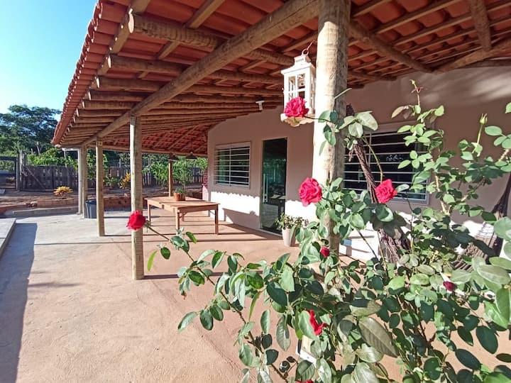 Casa das Rosas- sítio completo em Montes Claros-MG