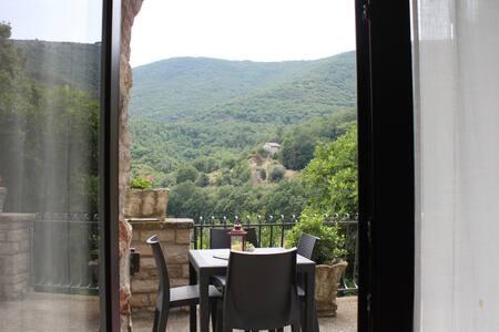 Casa panoramica nel borgo di Melezzole