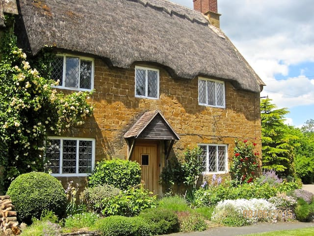North Cotswold cottage, spacious annexe, B&B
