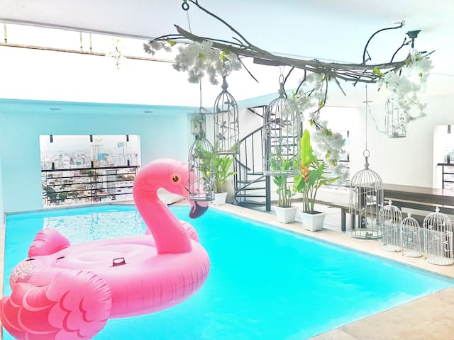 Flamingo room in luxury penthouse w private pool