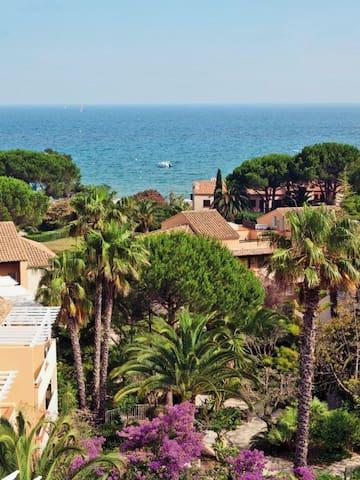Appartement bord de mer. Accès direct à la plage. - Toulon - Flat