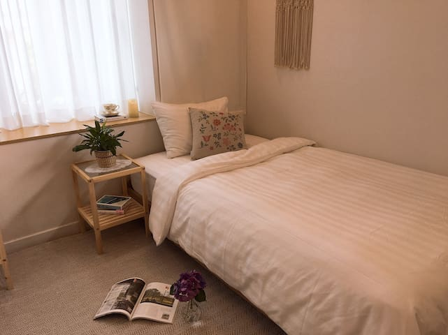 NW702, Cozy & Clean Twin Room close to beach