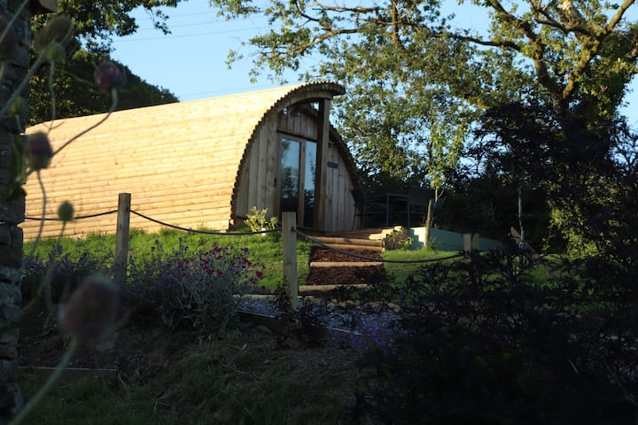 Cilsane Lodges-Towy with hot tub