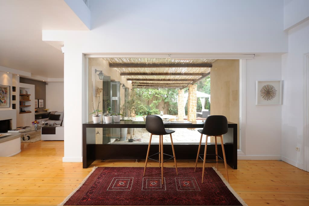 Spacious Entrance + View to the Garden