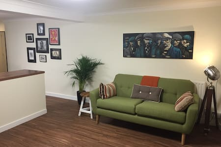 Trendy 1 Bed Garden Flat - London