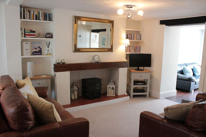 Stylish, central Beaumaris cottage