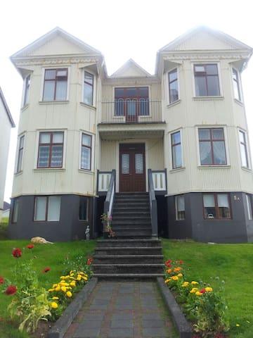 Old Historical House - Vestmannaeyjabær - Casa
