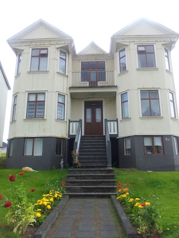 Old Historical House - Vestmannaeyjabær - Hus