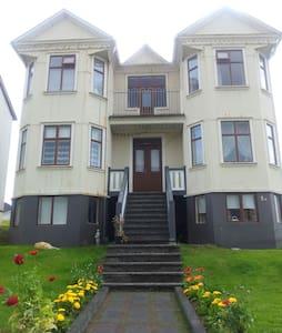 Old Historical House - Vestmannaeyjabær - Haus