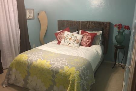 Cozy room available - Arlington - Casa