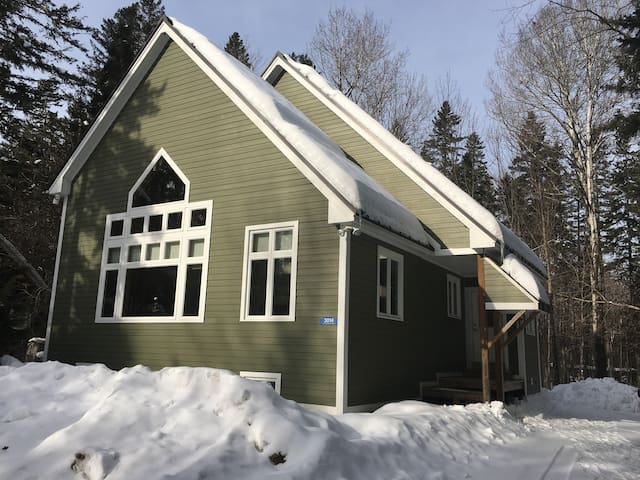 Campbell Field Cabin