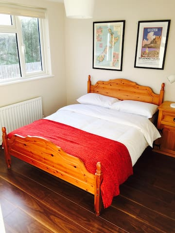 Cozy double room with very good transport links. - Lisburn - House