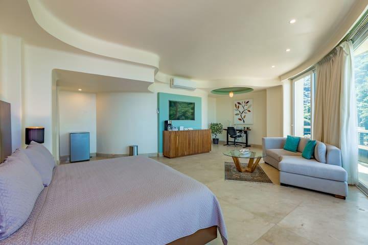 Panoramic Suite with Million Dollar views