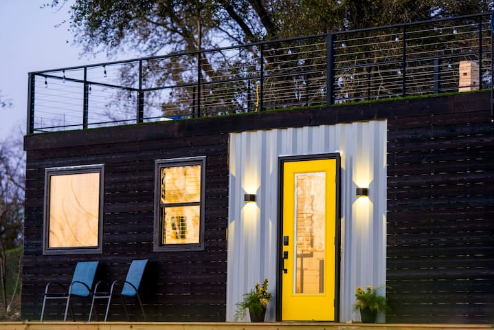 """""""The Zephyr"""" Tiny Container Home 12 min to Downtown Waco"""