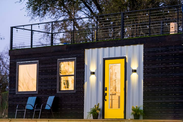 """The Zephyr"" Tiny Container Home 12 min to Downtown Waco"