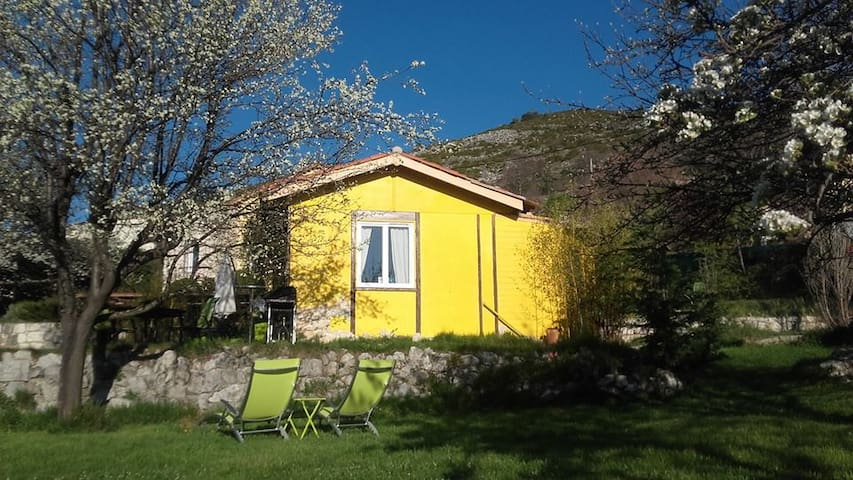Holiday home with big garden - Bézaudun-les-Alpes - House