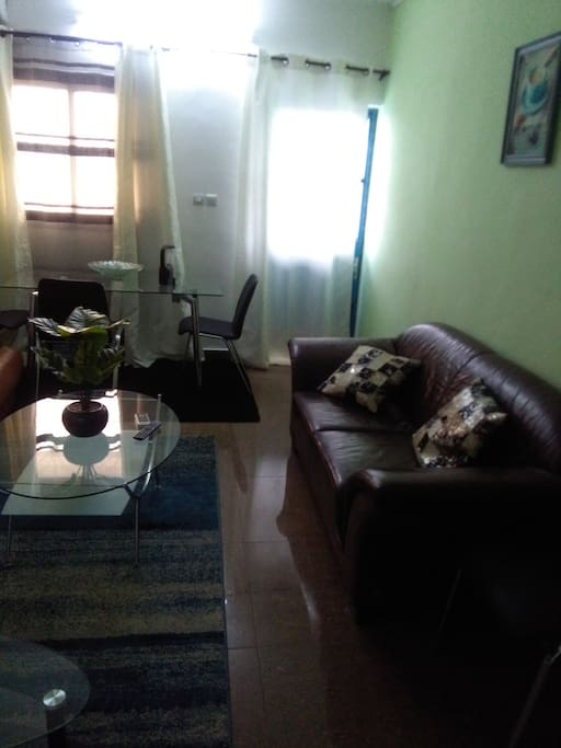 Studio meuble derriere bonapriso douala appartements for Appartement meuble a louer a douala cameroun