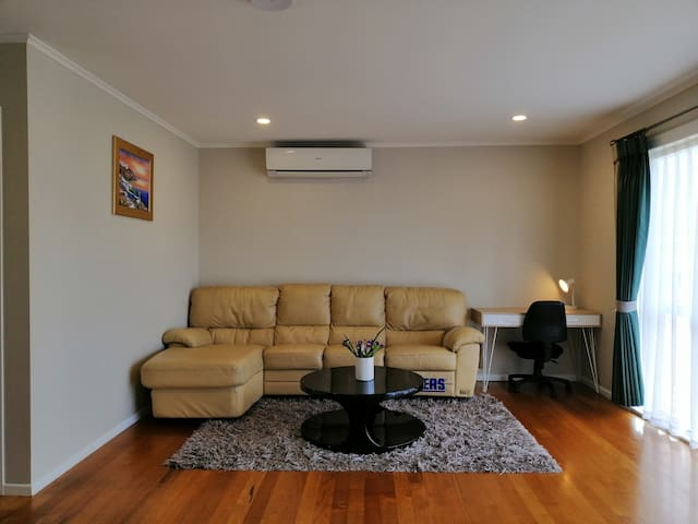 4bedroom house close to Pakuranga Plaza东区近商圈学校4房别墅