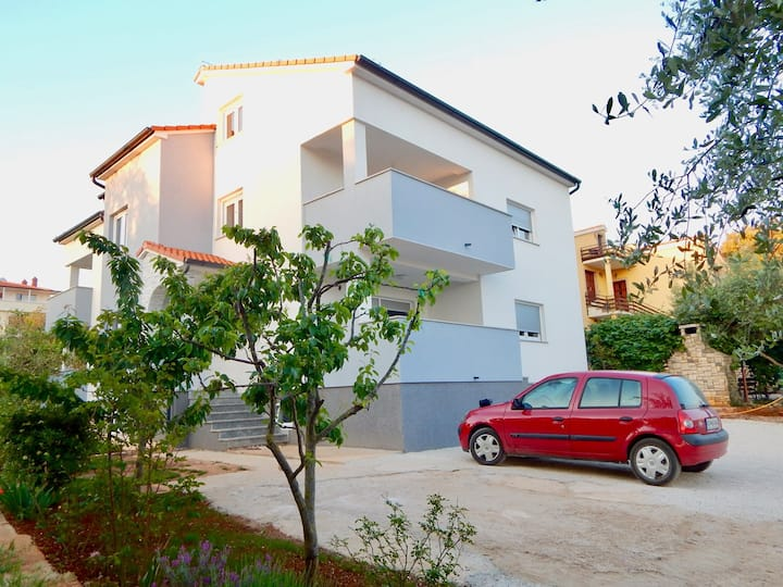 Comfortable holiday house with apartments / Comfortable lovely apartment with patio and grill