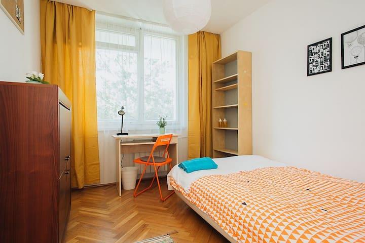 SINGLE ROOM I AT CZERNIAKOWSKA 159