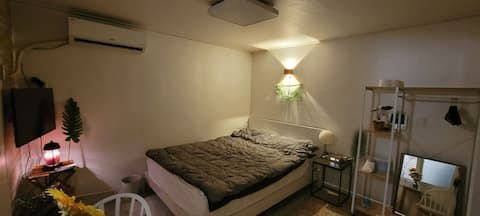 # casa acogedora # mejor relación calidad-precio # terraza # estación sunnyeong 5 minutos # cama espaciosa # cocina #