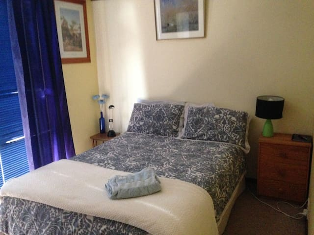 Double room in Private Home in Wanniassa - $54